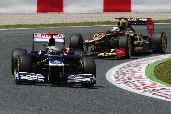 Por momentos, el finlandés Kimi Raikkonen parecía presiona...