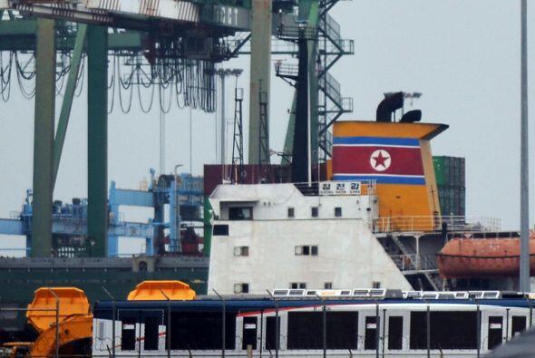 La retención en Panamá de un barco de bandera norcoreana con un cargamen...