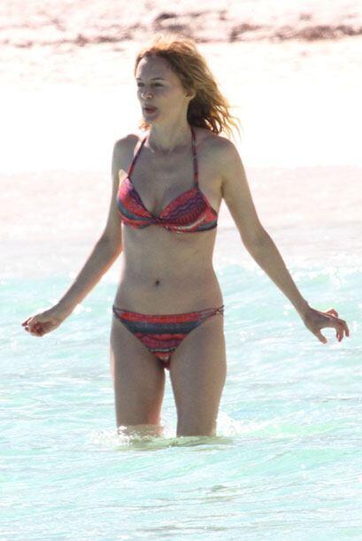 Heather se metió un poco al mar.