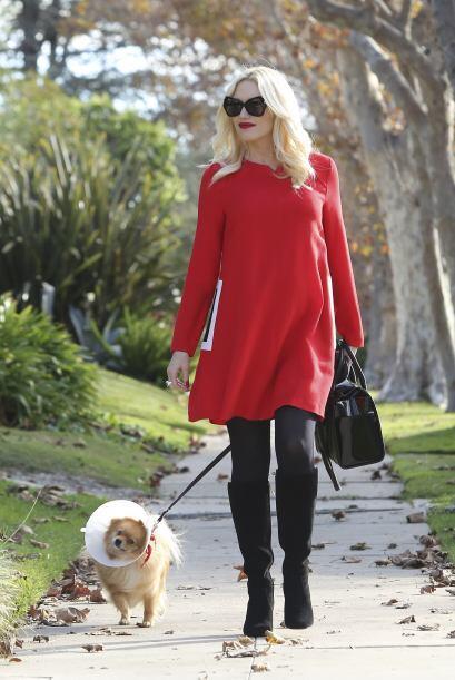 Gwen Stefani lució mega 'chic' este 'Thanksgiving' con un vestido rojo '...