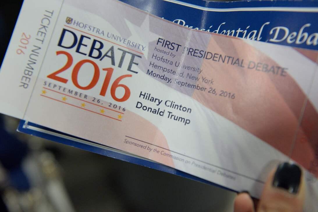 El tiquete de entrada al evento entre candidatos, con un error en el nom...