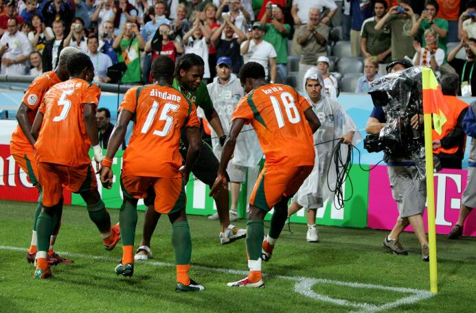 El álbum de fotos de la colorida carrera de Didier Drogba GettyImages-71...