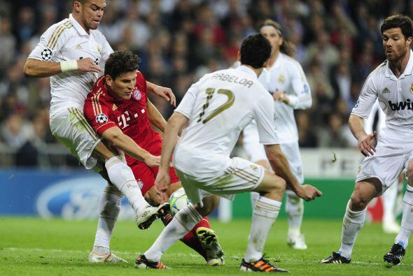 En la última jugada, Mario Gómez se perdió el gol del triunfo al no pode...