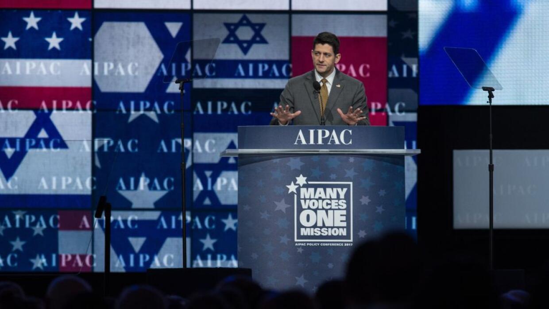 El presidente de la Cámara de Representantes, Paul Ryan, se dirige a los...