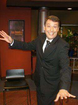 """El comediante Carlos """"El Mono"""" Sánchez hace reír al estilo colombiano."""