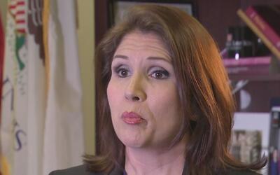 Buscan eliminar la oficina de la vicegobernadora de Illinois