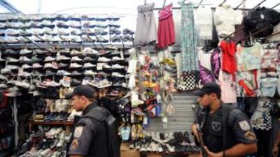 La banda exigía dinero a comerciantes para no realizar allanamientos en...