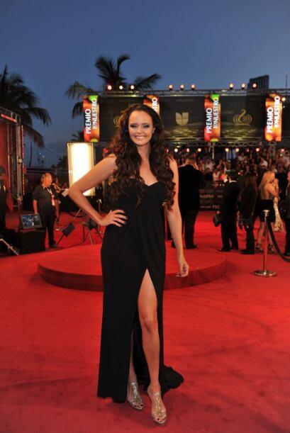 Y así es como se luce un vestido elegante sin perder la sensualidad.