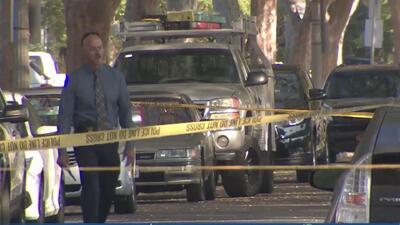 Un hombre acusado de apuñalar a su hermana muere tras ser baleado por un oficial de policía