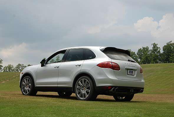 El modelo 2011 ofrece muchas asistencias para el conductor, lo cual la h...
