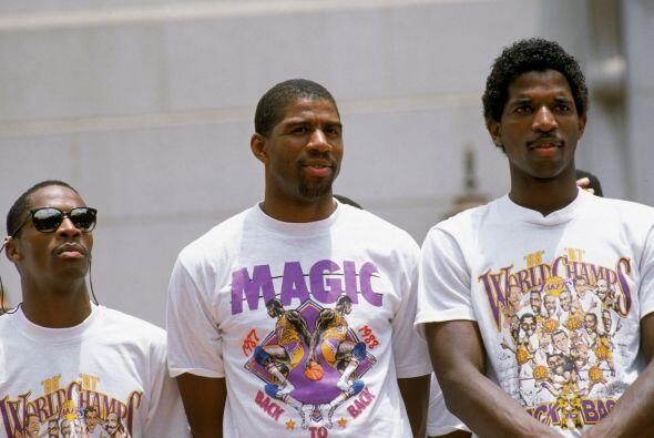 Tras anunciar su retirada en 1991 volvió a las canchas de baloncesto un...