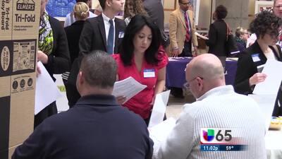 Contratarán más maestros en Philadelphia