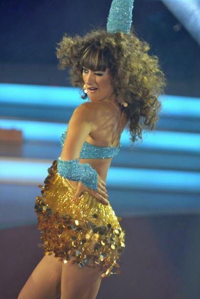 A la hora de bailar, Raquel muestra  toda su sensualidad.