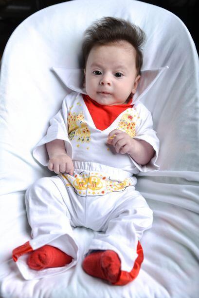 Con solo diez meses de edad ya lo pueden llamar de cariño Elvis.