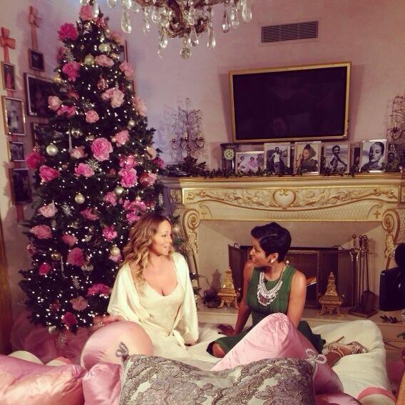Mariah Carey, puso su toque personal y femenino en los adornos de su árbol.