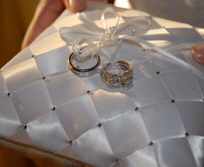 Los anillosEl hijo de Mario Andrés, Mario Andrés Jr., fue el padrino de...