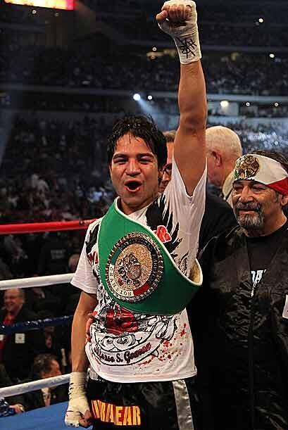El puño en alto para una promesa del boxeo que ha demostrado que...
