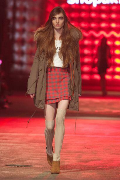 Una falda en estampado escocés es otro 'must' de la temporada otoñal. ¿Y...