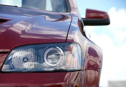 Las luces delanteras funcionan en modo automático constantemente.