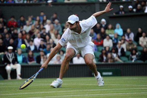 El estadounidense Andy Roddick, favorito ocho del torneo, impuso su supe...