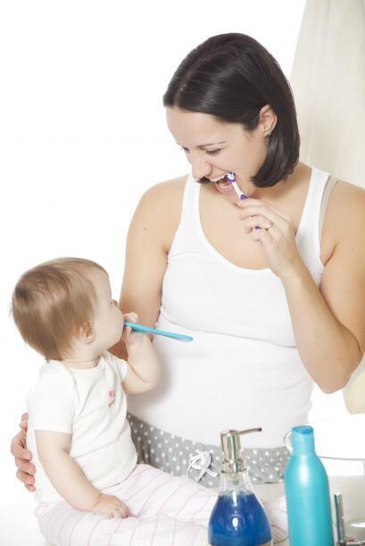¿Cómo mantengo los nuevos dientes saludables? Al año, puedes hacerle su...