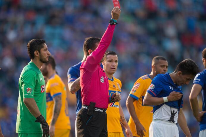 Tigres remonta y la liguilla peligra para el Cruz Azul arbitro-garcia-or...