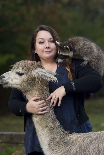 Si tener tres mascotas es mucho para ti, conoce a esta chica que tiene c...
