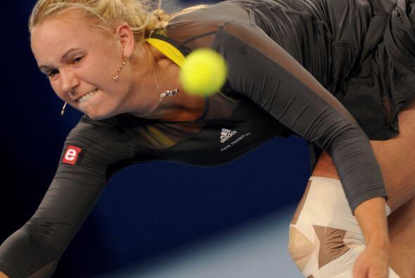 En el tercer set la danesa logró subir el nivel de su juego, pese a la l...