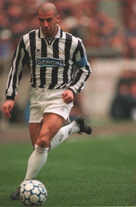El italiano Gianluca Vialli pasó de la Sampdoria a la Juventus por algo...