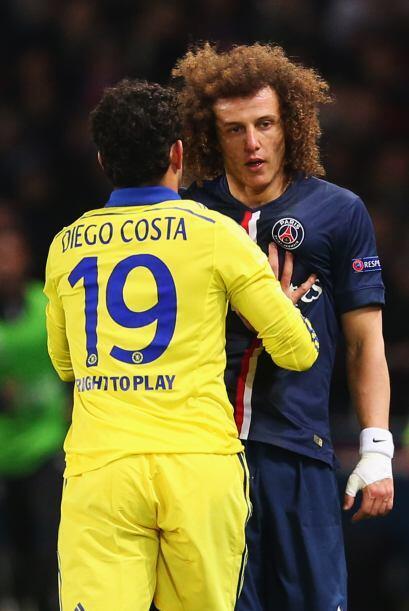 Por momementos el juego se jugó duro, Diego Costa le reclama a David Lui...