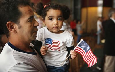 El perdón 601-A beneficia a cónyuges, padres e hijos indocumentados de c...
