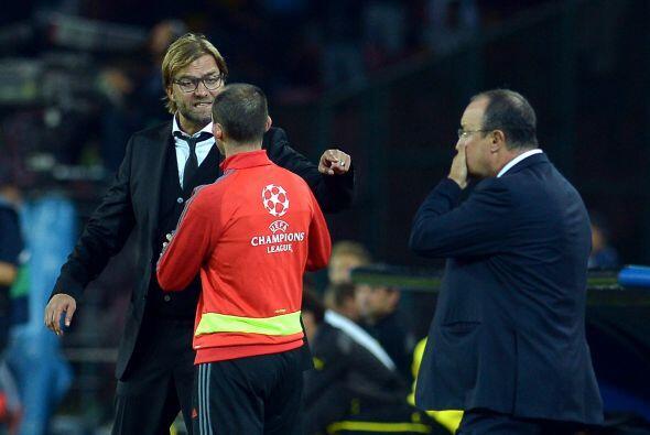 La presión alcanzó a los técnicos de los equipos, Jürgen Klopp y Rafael...