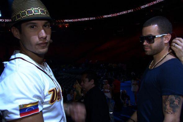 Chino y Nacho ensayan para Premio Lo Nuestro.