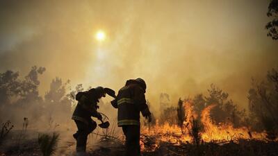 En fotos: el fuego no se detiene en el peor incendio forestal de la historia de Chile