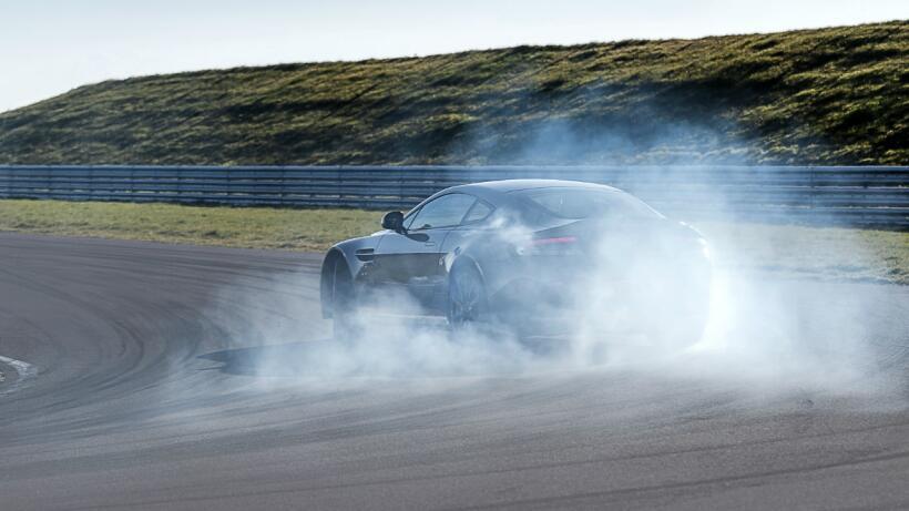 El colombiano Juan Pablo Montoya batió record A Bordo del Bugatti Chiron...
