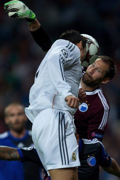 Al minuto 21, el jugador lusitano aprovechó una mala salida del portero...