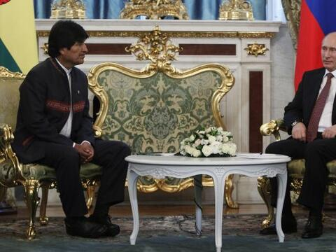 El mandatario boliviano regresaba de Moscú tras participar en una...