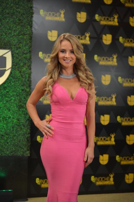 La impresionantemente hermosa Ximena Cordoba derrochando sensualidad en...