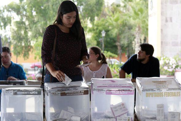 Instalación de casillas para votar, donde los sudcalifornianos eligen a...