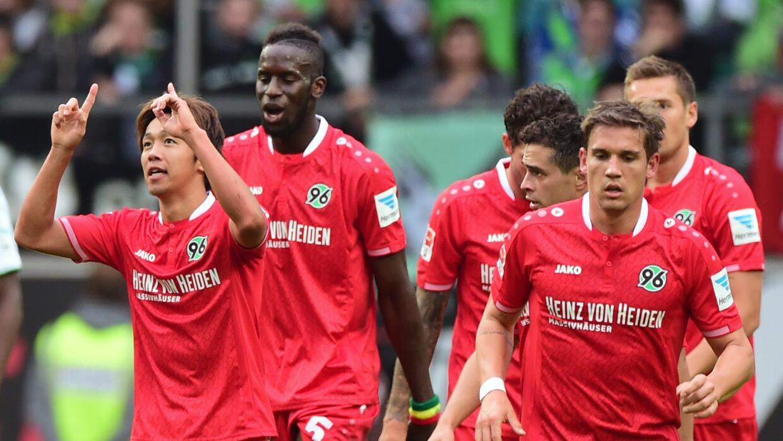 Stuttgart y Hannover dejan zona descenso