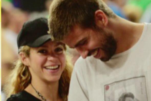 Shakira y Gerard Piqué se comen a besos y abrazos