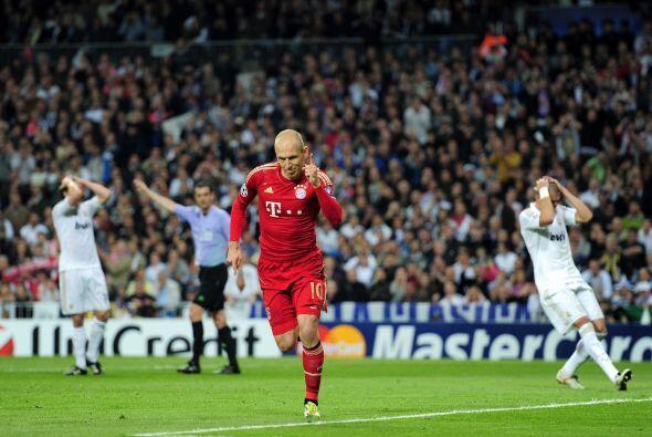 Robben, ex Real Madrid, marcó el 2 a 1. El partido tuvo un ritmo impresi...