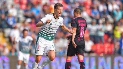 El argentino despertó y consiguió un doblete que revivió a Santos.