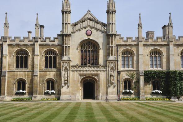 4) CAMBRIDGE - La Universidad de Cambridge es la segunda universidad de...