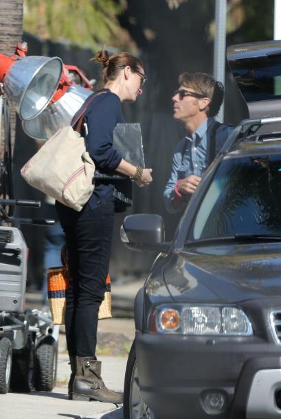Danny salió del auto y los dos se fueron juntando para darse un b...