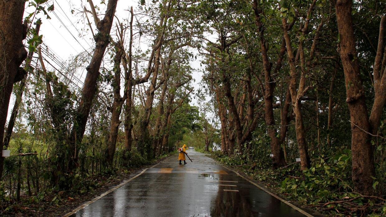 Limpieza de vías en Puerto Rico después del paso del huracán Irma