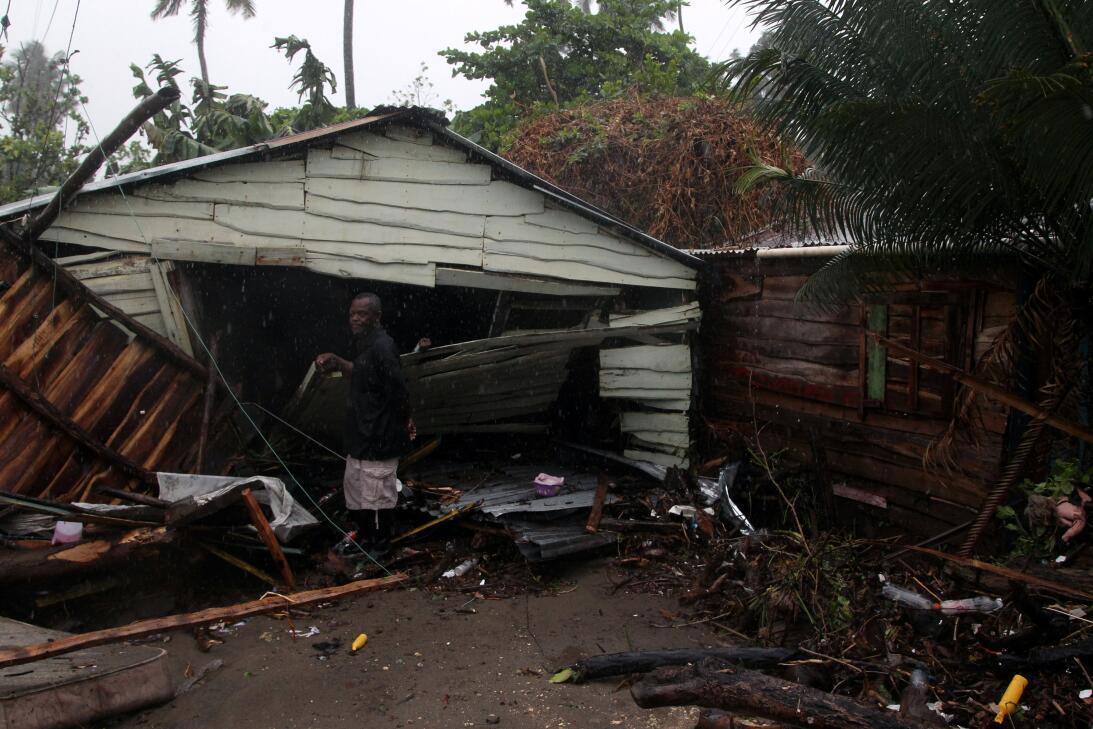 El ojo del huracán pasó por la costa norte de la isla La Española este j...