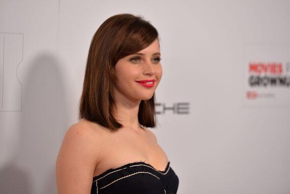 Es ideal para rostros ovalados debido a que el largo de cabello crea el...