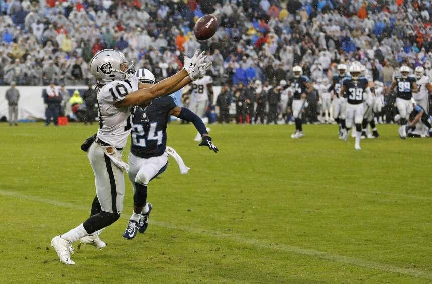 Seth Roberts atrapó dos touchdowns, incluyendo el del triunfo de 12 yard...