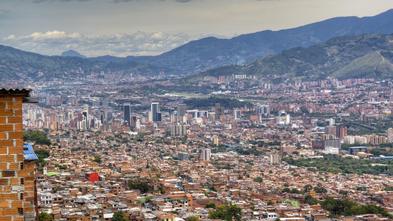 Medellín es la segunda ciudad más grande, pero la más densamente poblada...
